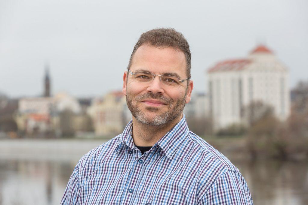 Dr. Niko Zenker